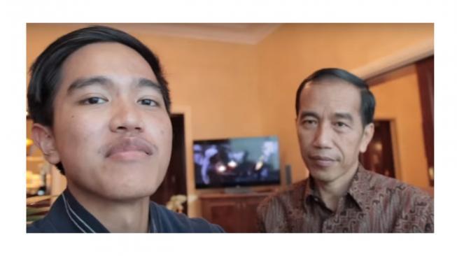 Kesengsem eSports, Jokowi Minta Ajarin Kaesang Mobile Legends