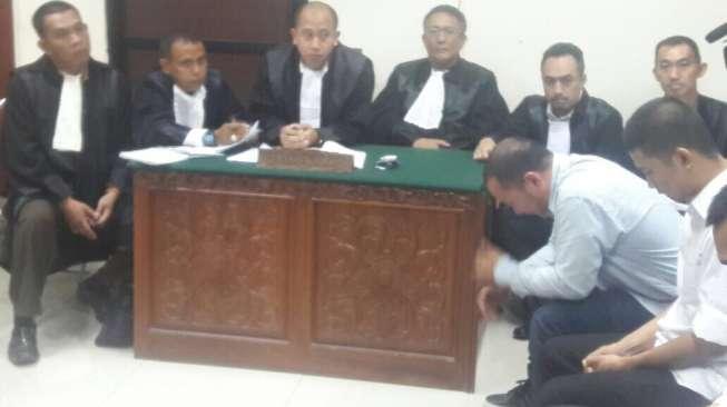 Hakim Tanya Ganja, Iwa K Tiba-tiba Nangis, Suaranya Bergetar
