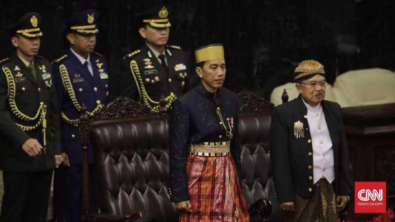 Wah, Jokowi dan JK Saling Tukar Baju Adat
