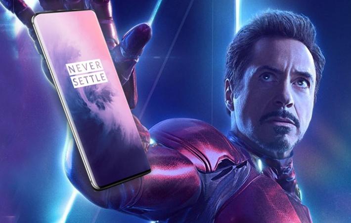 """Upss! Jadi """"Duta OnePlus 7 Pro"""", Iron Man Ketahuan Pakai Huawei"""