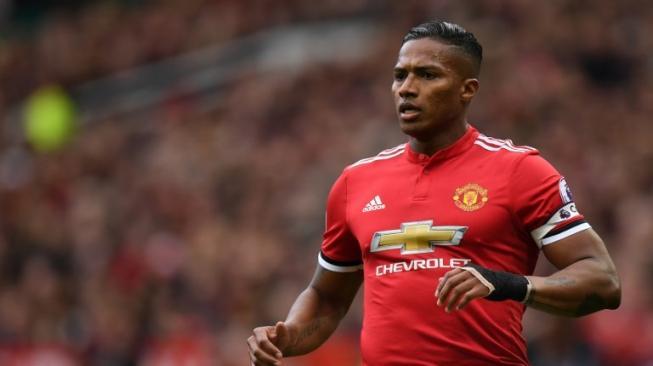 Resmi, Manchester United Lepas Antonio Valencia ke Klub Ini
