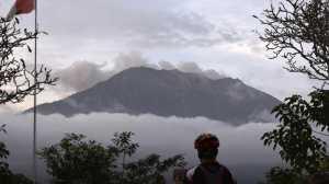 NASA Rekam Hujan Abu Gunung Agung di Atas Laut Bali