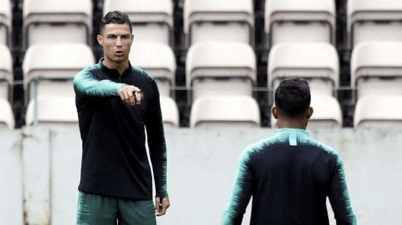 Ronaldo Hentikan Bus Timnas Portugal demi Bocah Leukimia