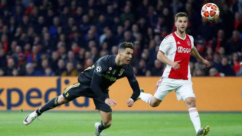 Ronaldo Jewer Telinga Bocah Cilik Sebelum Ajax vs Juventus