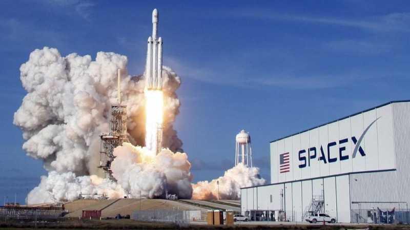 Cuaca Buruk, SpaceX Tunda Peluncuran Roket Falcon Heavy