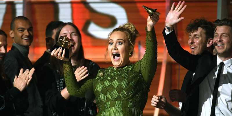 Adele Berbagi Trofi Grammy dengan Beyonce