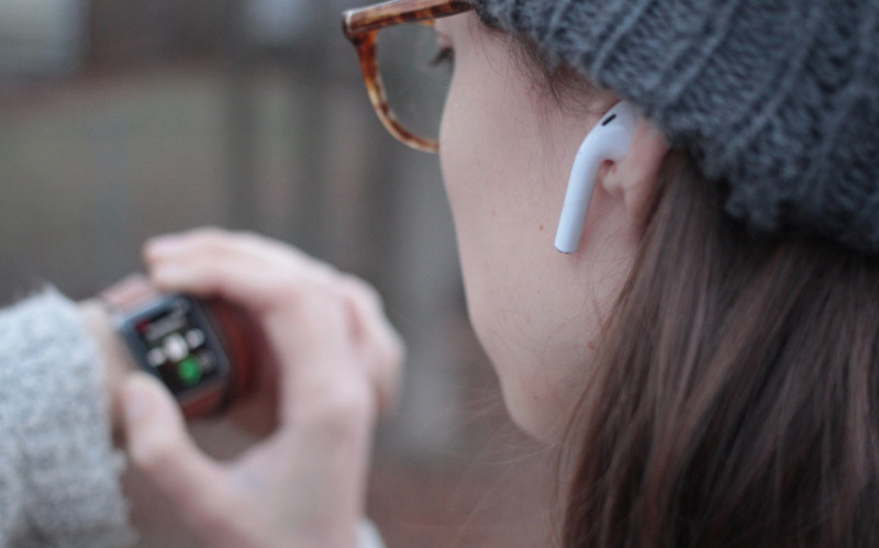 Awas! AirPods Wireless Headphone Bisa Picu Kanker