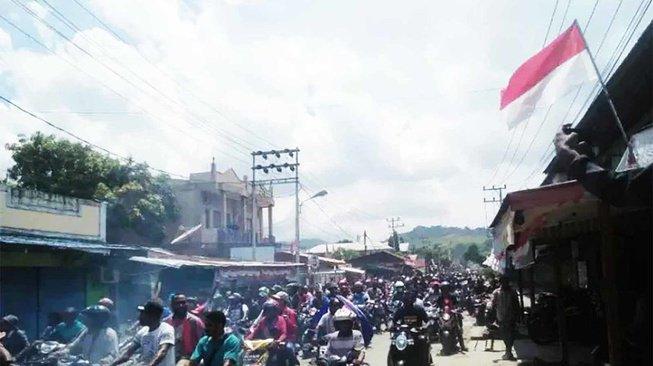 Papua Memanas: Warga Tewas, Aparat Ditambah, Komunikasi Diputus