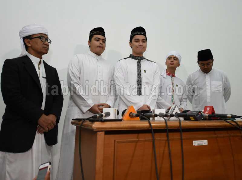 Ribuan Orang Siap Menshalatkan Jenazah Ustadz Arifin Ilham