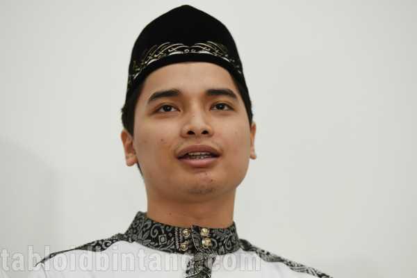 Coba Jubah Ustadz Arifin Ilham, Alvin Faiz Temukan Benda yang Bikin Hatinya Bergetar