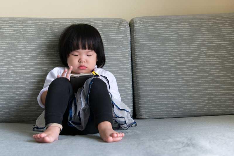 Anak Susah Bangun Sahur, Jangan Abai terhadap Pengaruh Gadget