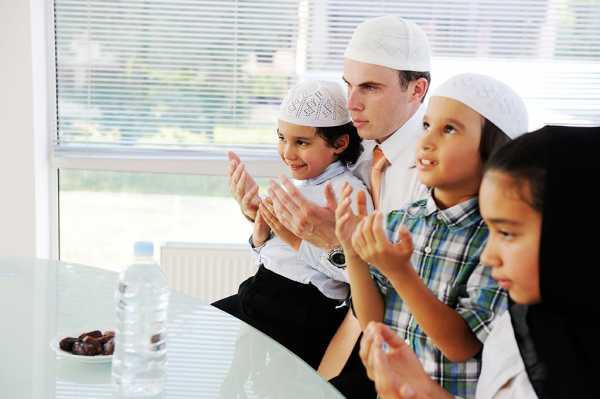 Berapa Usia Ideal Anak untuk Belajar Puasa?