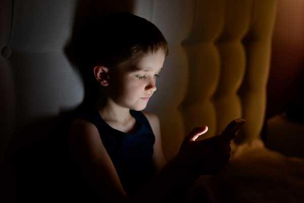 Survei: 43,89 Persen Orang Indonesia Mengakses Internet Hingga 3 Jam Per Hari