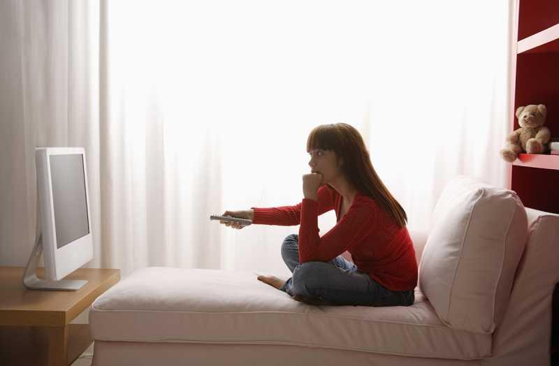 Ini Yang Terjadi Pada Anak Ketika Sering Menonton Televisi Di Kamar Tidur