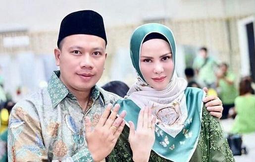 Beredar Foto-foto Pernikahan Vicky Prasetyo dan Angel Lelga