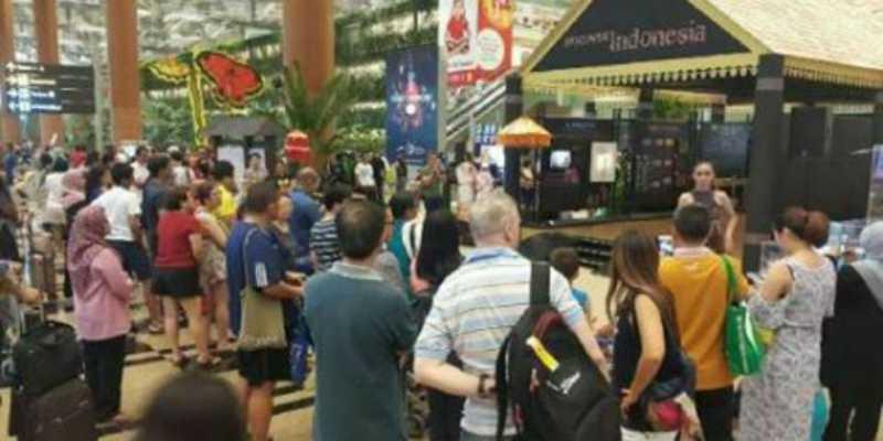 Angklung dan Batik Sihir Penumpang Transit Bandara Changi