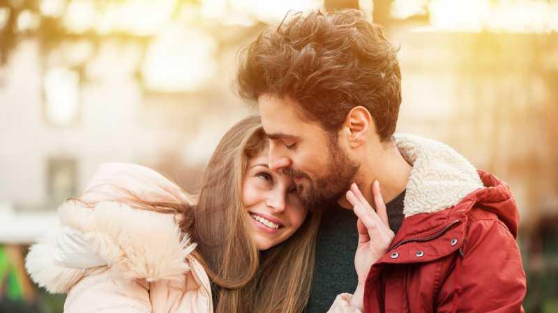 Benarkah Cinta pada Pandangan Pertama itu Nyata?