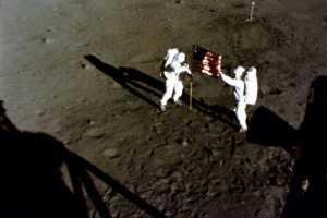 Memorabilia Pendaratan Apollo 11 Dilelang, Berminat?