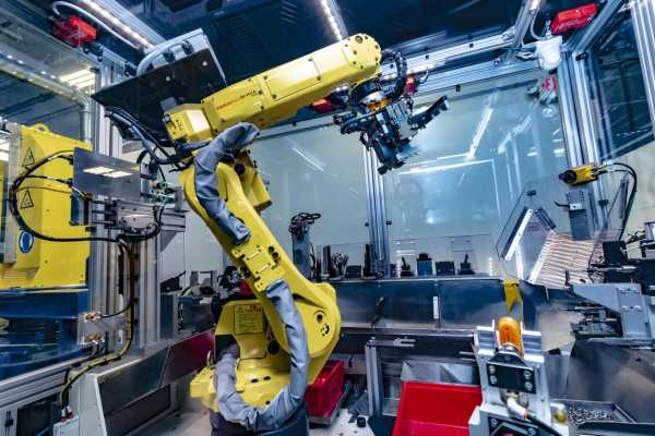 Robot Daisy Preteli Komponen Produk Apple untuk Didaur Ulang