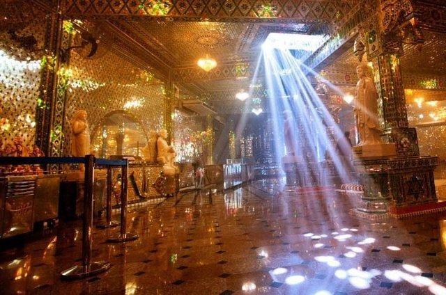 5 Tempat Paling Dramatis & Layak Dikunjungi Traveller di Johor Bahru, Ada Kuil Dari Kaca!