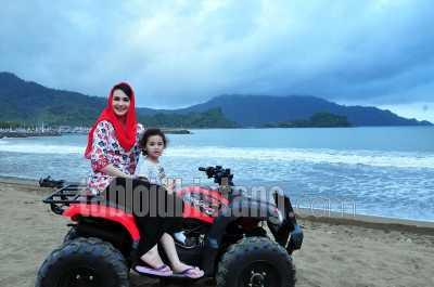 Arumi Bachsin Manfaatkan Status Artis sebagai Istri Bupati