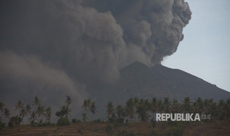 BNPB: Status Gunung Agung Masih Siaga
