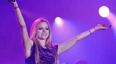 Heboh Avril Lavigne Pakai Kerudung