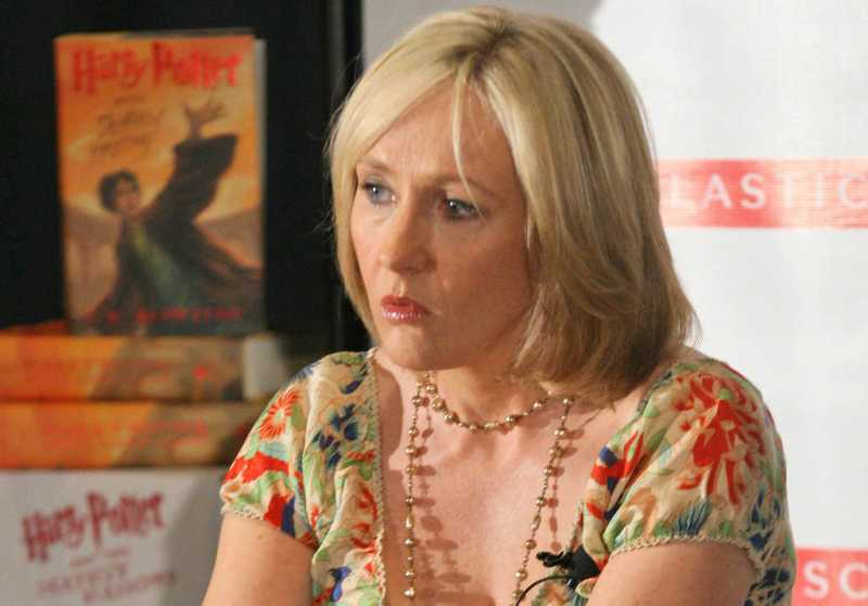 J.K. Rowling Menerima Penghargaan Companion of Honor dari Pangeran William