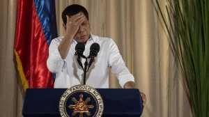 Cium Bibir Wanita di Atas Panggung, Duterte Dikecam
