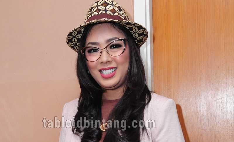 Tampil dengan Rambut Merah, Netizen Kira Soimah Personel BlackPink