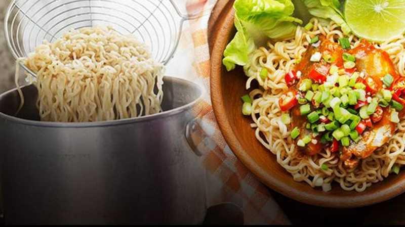 Makan Mi Instan 3 Minggu, Wanita China Masuk Rumah Sakit