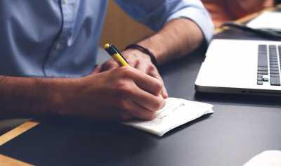 10 Tips Atasi Kebosanan di Kantor
