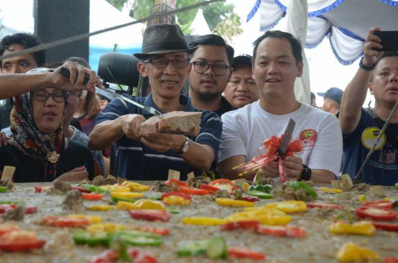Wah Ada Bakso Gepeng Raksasa Dengan Diameter 3 Meter di BSD Tangerang