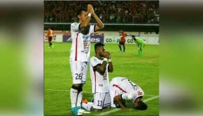 Foto Selebrasi 3 Pemain Bali United yang Mendunia