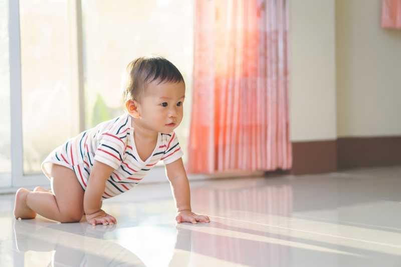 Bayi Jalani Fase Merangkak, Kotor Tapi Meningkatkan Kekebalan Tubuh