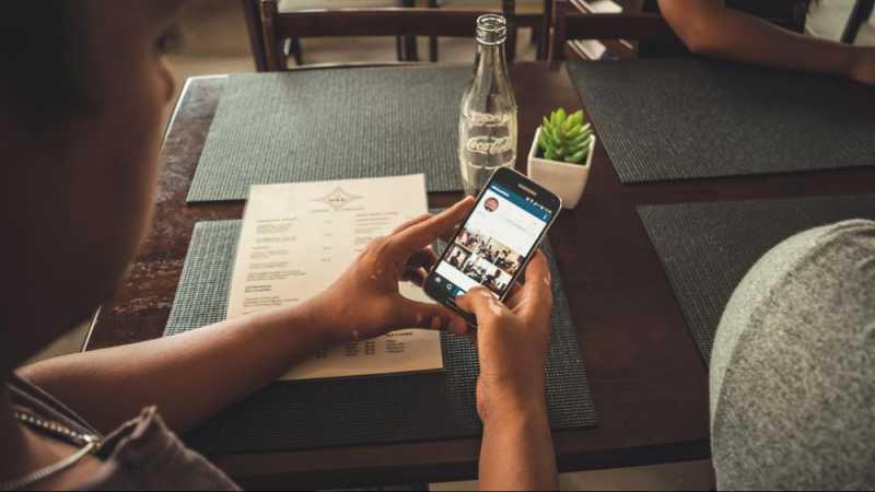 Kecanduan Ponsel Pintar Buat Tengkorak Benjol