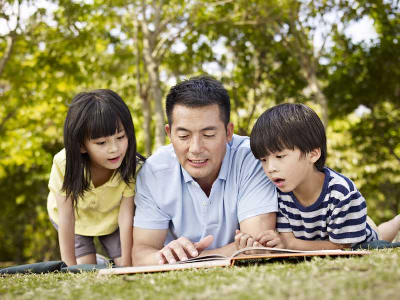 Benarkah Ayah Lebih Sayang Pada Anak Perempuan Ketimbang Anak Laki-lakinya?