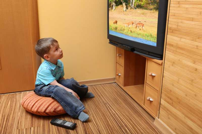 Berapa Lama Seharusnya Waktu yang Dihabiskan Anak untuk Nonton TV?