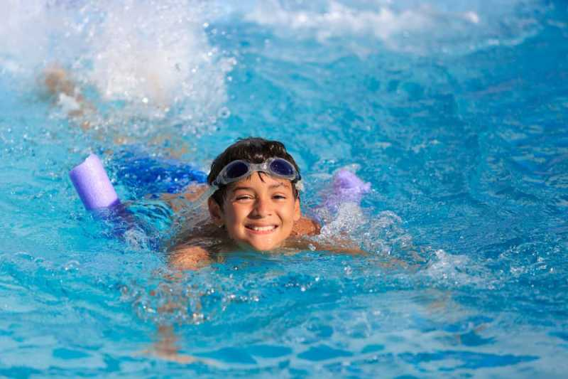 Tidak Boleh Berenang Setelah Makan, Mitos atau Fakta?