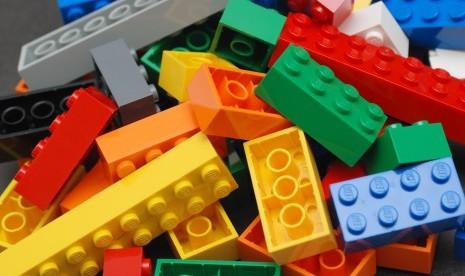 Hobi Fotografi Sambil Bermain Lego