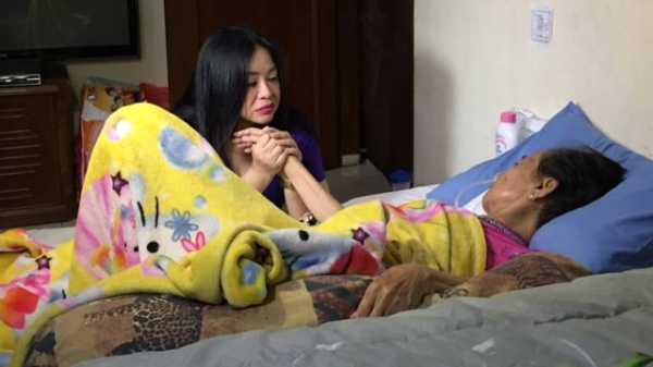 Annisa Bahar Cium Kaki Ibunda untuk Coret Juwita dari Keluarga