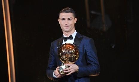 Ronaldo Raih Penghargaan Pemain Terbaik Portugal