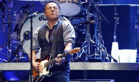 Di Lagu Barunya, Bruce Springsteen Sebut Donald Trump Penipu