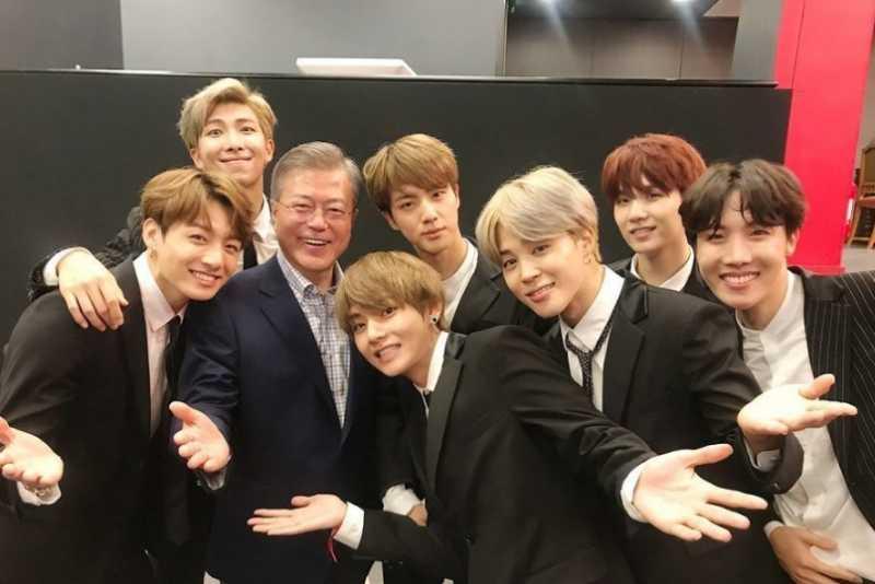 BTS Bertemu Presiden Korea Selatan Moon Jae In di Paris