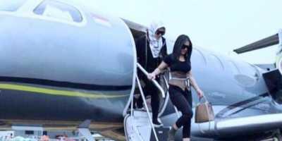 Saat Unggahan Syahrini Naik Jet Pribadi Diragukan Netizen