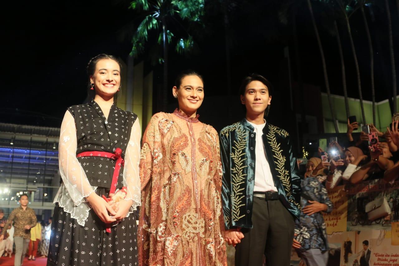 Film Bumi Manusia Dapat Standing Ovation Saat Gala Premier, Mawar de Jongh Terharu