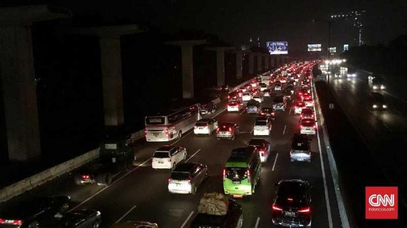 Arus Balik, Tol Cikampek Arah Jakarta Padat