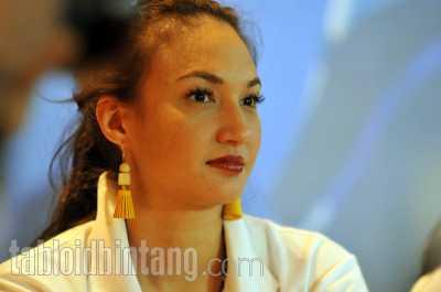 Reaksi Nadine Chandrawinata Ditanya Soal Pernikahan Hamish Daud dan Raisa