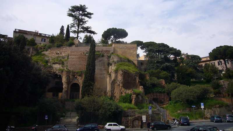 Batu Tarpeian, Tempat Melemparkan Para Pengkhianat Bangsa Romawi