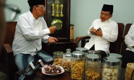 Sosok KH Hasyim Muzadi di Mata Jusuf Kalla